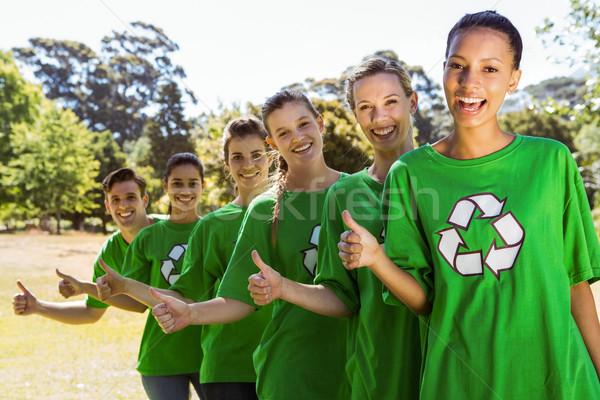 Umwelt lächelnd Kamera Frau Hände Stock foto © wavebreak_media