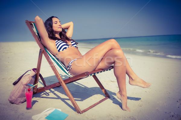 довольно брюнетка расслабляющая палуба Председатель пляж Сток-фото © wavebreak_media