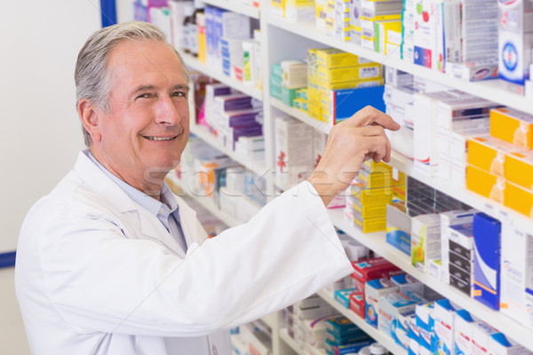 Altos farmacéutico toma medicina plataforma hospital Foto stock © wavebreak_media