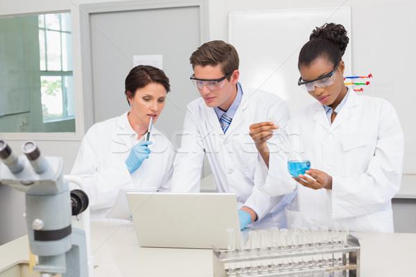 Wetenschappers vrouw medische notebook wetenschap Stockfoto © wavebreak_media