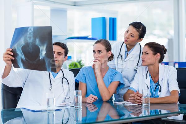 команда врачи глядя Xray конференц-зал женщину Сток-фото © wavebreak_media