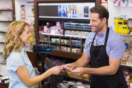 Mulher caixa registradora cartão de crédito supermercado negócio Foto stock © wavebreak_media