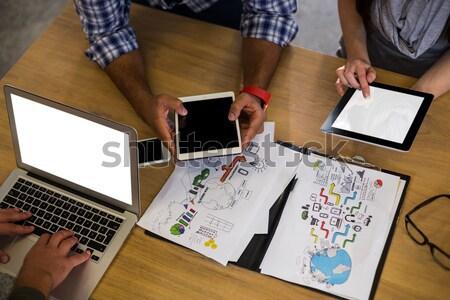 Foto stock: Casual · parceiros · de · negócios · trabalhando · laptop · escritório · computador