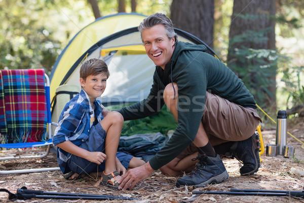 Derűs apa fia térdel sátor erdő portré Stock fotó © wavebreak_media