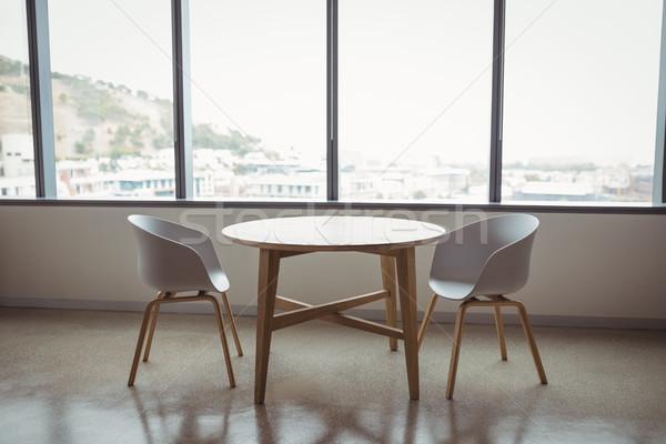 мнение пусто стульев таблице служба окна Сток-фото © wavebreak_media