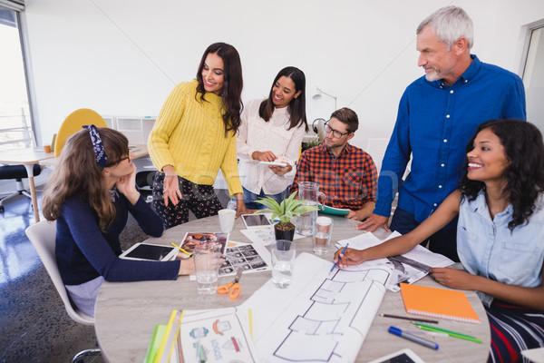 Pessoas de negócios discutir secretária empresário azul trabalhando Foto stock © wavebreak_media
