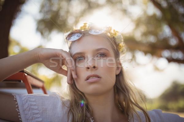Figyelmes nő másfelé néz fiatal nő ruha mosolyog Stock fotó © wavebreak_media