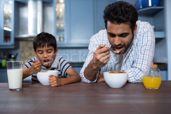 Vader zoon ontbijt home familie huis kind Stockfoto © wavebreak_media