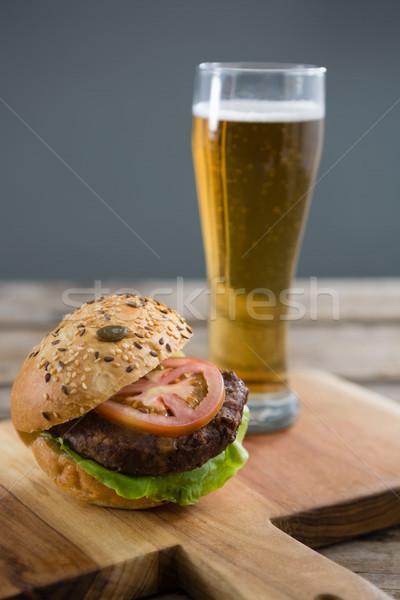 Hambúrguer cerveja madeira tabela Foto stock © wavebreak_media