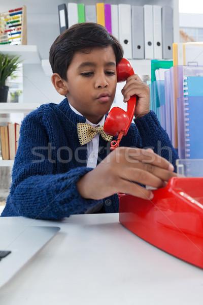 Chłopca biznesmen mówić gruntów line telefonu Zdjęcia stock © wavebreak_media