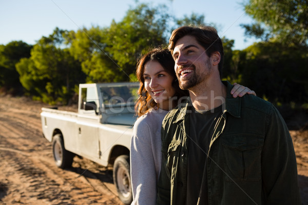 Szczęśliwy para pojazd dziedzinie stałego Zdjęcia stock © wavebreak_media