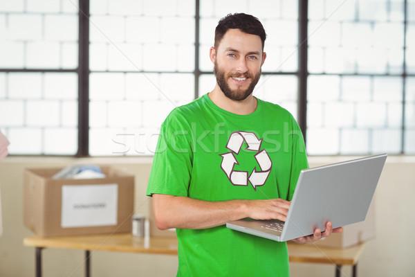 Portré férfi dolgozik laptop iroda újrahasznosítás Stock fotó © wavebreak_media