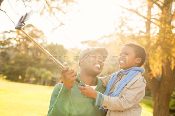 Młodych syn ojca drzewo szczęśliwy charakter Zdjęcia stock © wavebreak_media