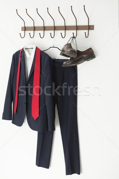 Photo stock: Costume · complet · chaussures · suspendu · crochet · blanche · tissu