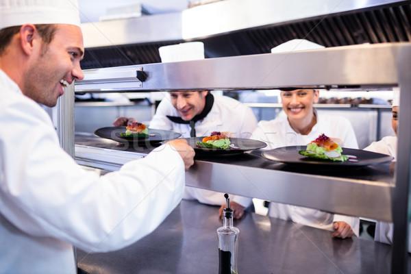 Chef aperitivo placa para estación comerciales Foto stock © wavebreak_media