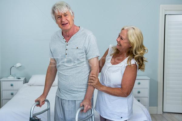 Felice senior donna aiutare uomo piedi Foto d'archivio © wavebreak_media
