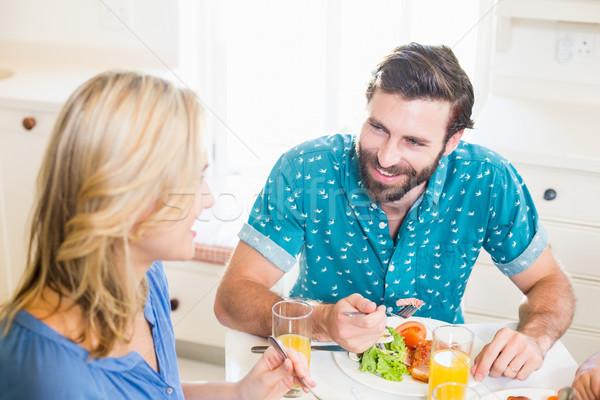 şedinţei masa vorbesc fericit femeie Imagine de stoc © wavebreak_media