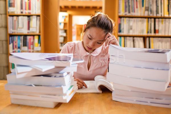 若い女性 勉強 ライブラリ 大学 女性 教育 ストックフォト © wavebreak_media