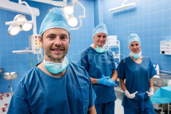 Portrait chirurgiens souriant opération chambre hôpital Photo stock © wavebreak_media