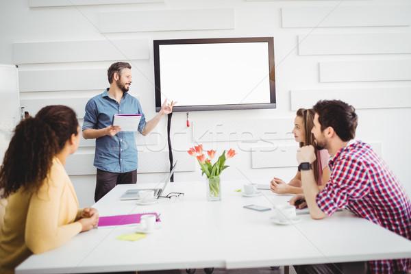 ストックフォト: 同僚 · リスニング · 執行 · 会議 · 創造 · オフィス