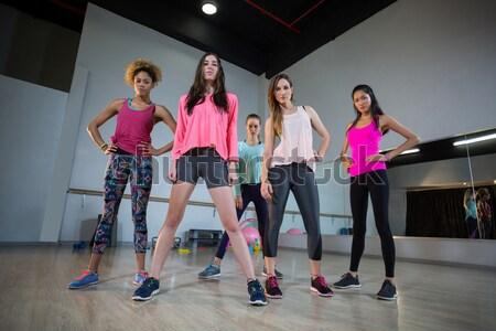 Encajar mujeres realizar ejercicio resistencia Foto stock © wavebreak_media