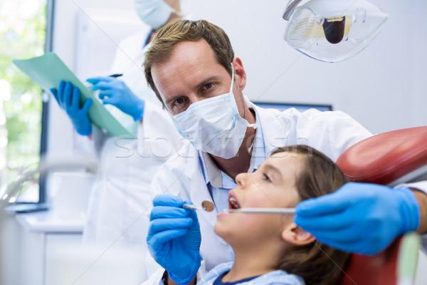 Tandarts onderzoeken jonge patiënt tools man Stockfoto © wavebreak_media