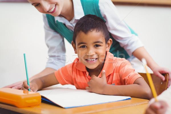 Tanár segít kicsi fiú osztály nő Stock fotó © wavebreak_media