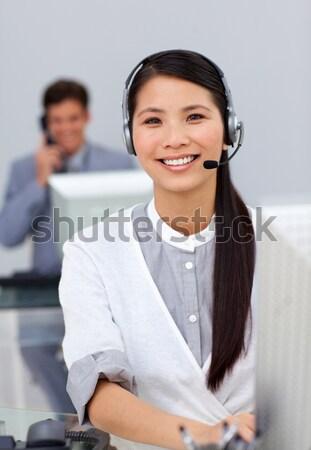 Uśmiechnięty kobieta interesu zestawu biurko biuro działalności Zdjęcia stock © wavebreak_media