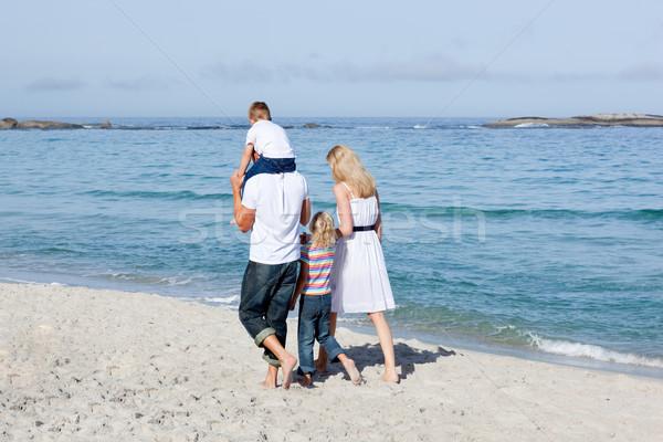 привязчивый семьи ходьбе песок пляж любви Сток-фото © wavebreak_media