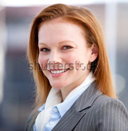 Mulher fone falante mulher de negócios sorrir cara Foto stock © wavebreak_media