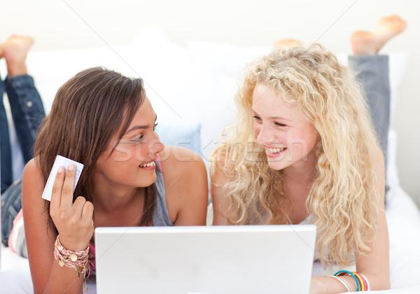 брюнетка блондинка девочек торговых онлайн спальня Сток-фото © wavebreak_media