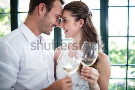 Vrouw zoenen vriendje witte wijn Stockfoto © wavebreak_media