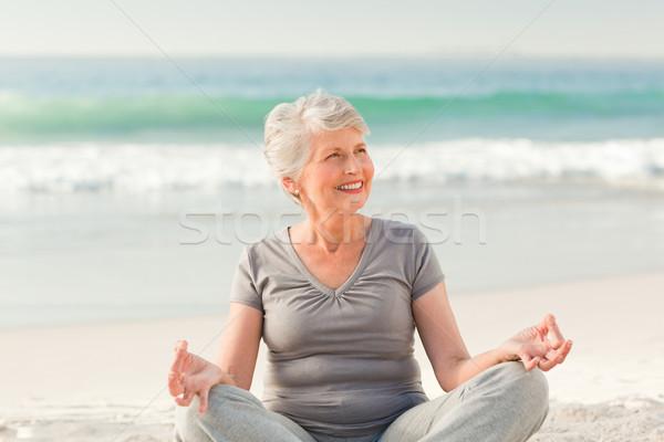 Senior donna yoga spiaggia donne Foto d'archivio © wavebreak_media