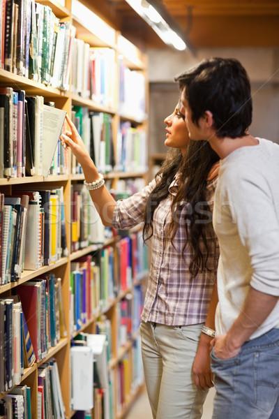 Retrato estudantes escolher livro biblioteca mulher Foto stock © wavebreak_media