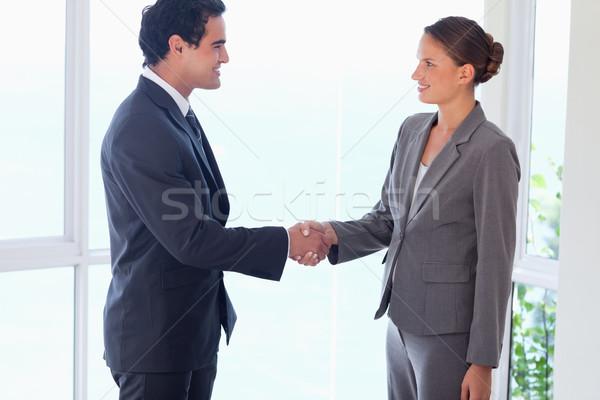 Oldalnézet fiatal üzleti partner kézfogás üzlet számítógép Stock fotó © wavebreak_media