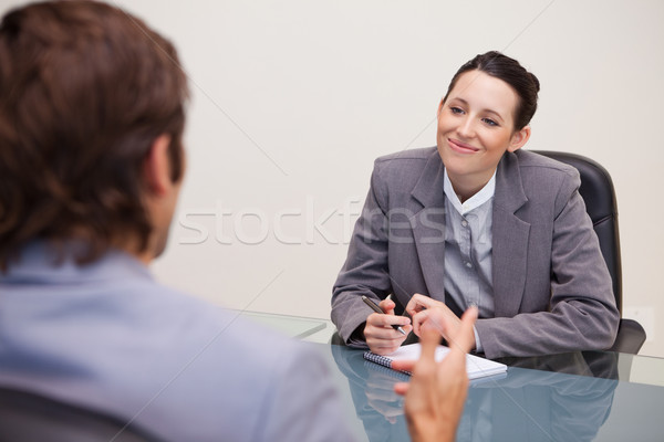 Zdjęcia stock: Uśmiechnięty · młodych · kobieta · interesu · spotkanie · działalności · mówić