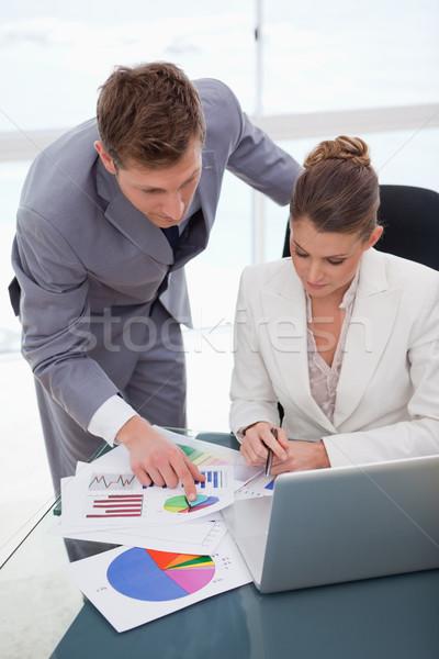 üzleti csapat felmérés eredmények együtt üzlet papír Stock fotó © wavebreak_media