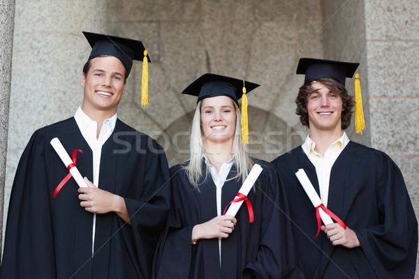 Afgestudeerden diploma poseren universiteit studenten Stockfoto © wavebreak_media