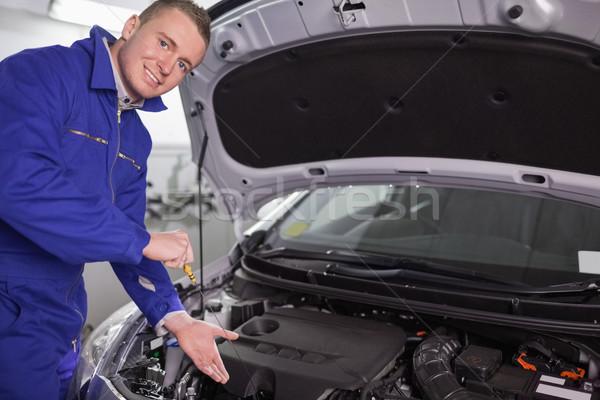Mechanik silnika strony garaż uśmiech Zdjęcia stock © wavebreak_media