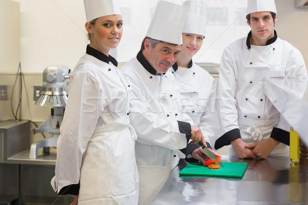 Повара обучения Cut овощей улыбаясь кухне Сток-фото © wavebreak_media