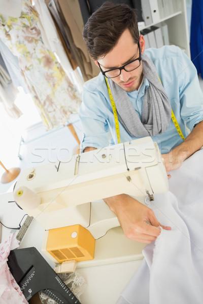 Mężczyzna krawiec szycia warsztaty zagęszczony młodych Zdjęcia stock © wavebreak_media
