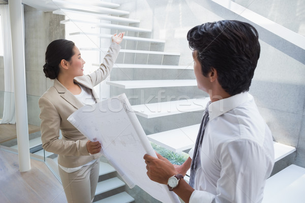 Agent immobilier escaliers potentiel acheteur couloir Photo stock © wavebreak_media