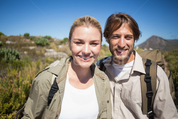 Wandelen paar lopen berg terrein glimlachend Stockfoto © wavebreak_media
