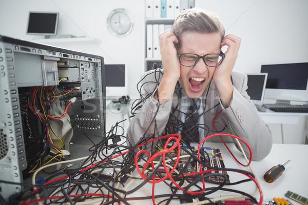 Ordenador ingeniero de trabajo roto cables Foto stock © wavebreak_media