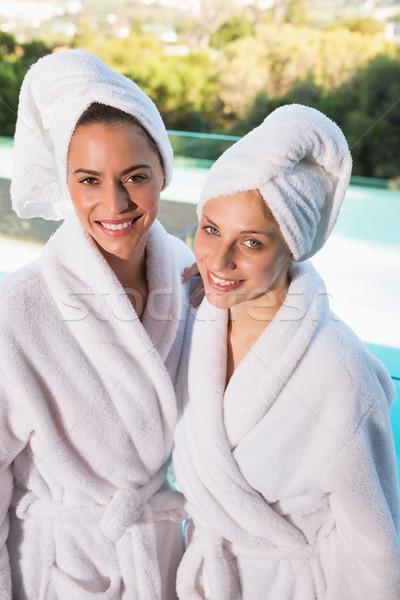 Glimlachend jonge vrouwen portret twee hoofd vrouwelijke Stockfoto © wavebreak_media