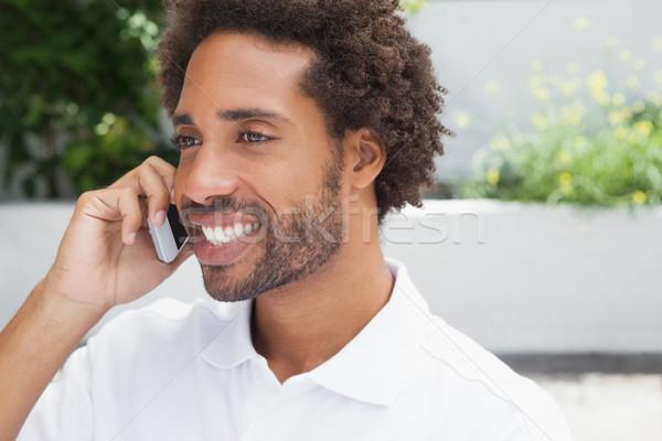 Glimlachend man telefoon buiten coffeeshop communicatie Stockfoto © wavebreak_media