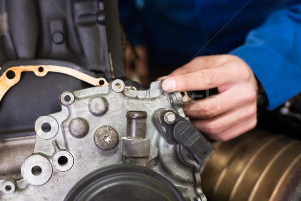 Mechanik pracy silnika naprawy garaż usługi Zdjęcia stock © wavebreak_media