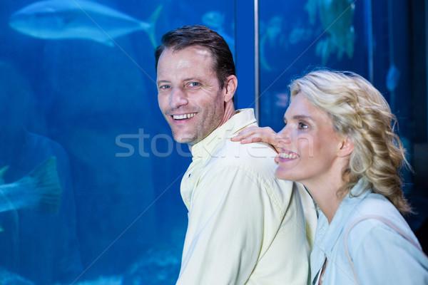 счастливым пару глядя рыбы цистерна аквариум Сток-фото © wavebreak_media