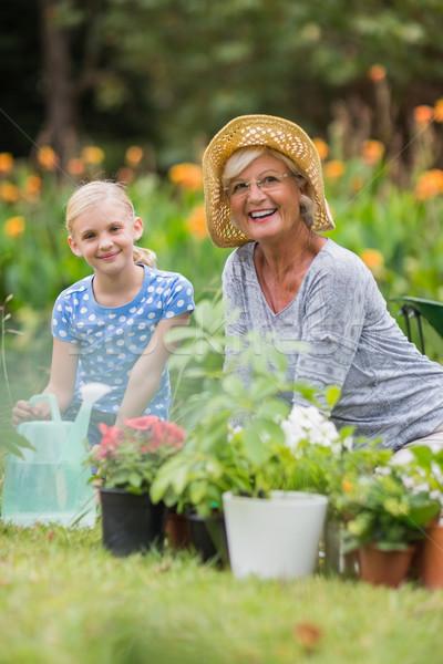 Mutlu büyükanne dede bahçıvanlık kadın Stok fotoğraf © wavebreak_media