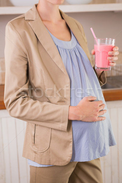 Grossesse potable smoothie cuisine femme Photo stock © wavebreak_media